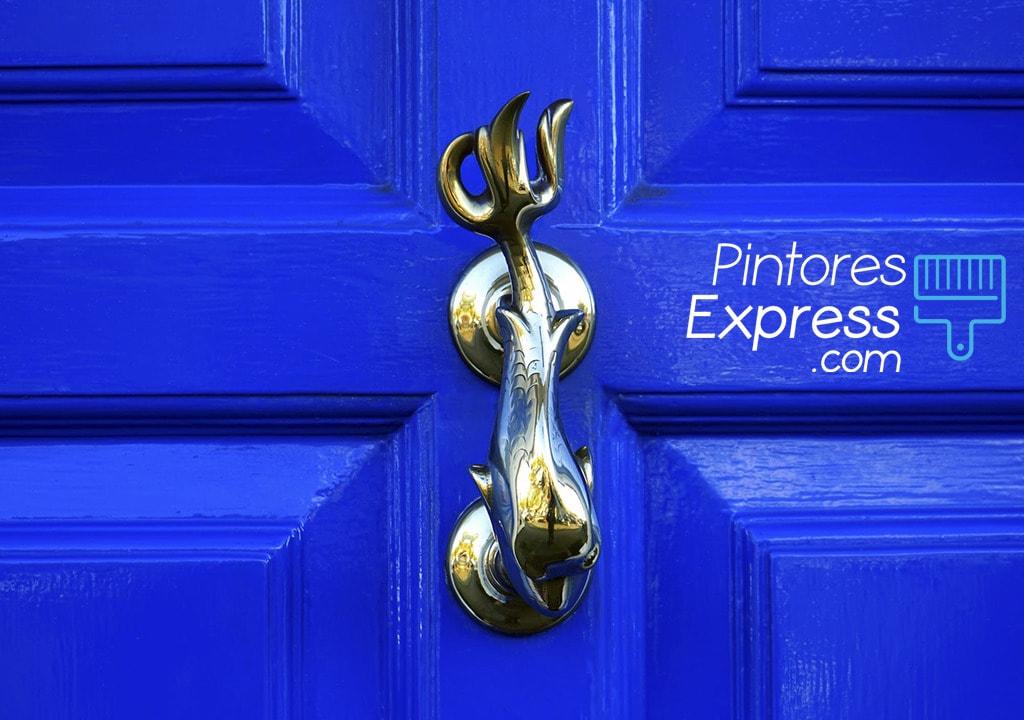 Cómo pintar la puerta principal de tu casa paso a paso