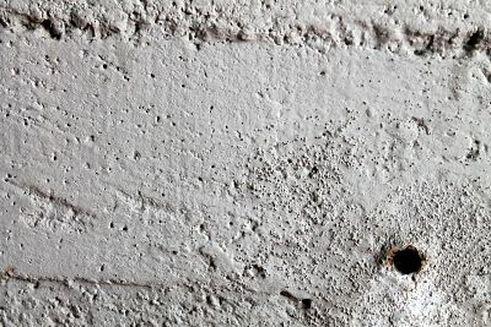 Cómo tapar los agujeros de las paredes