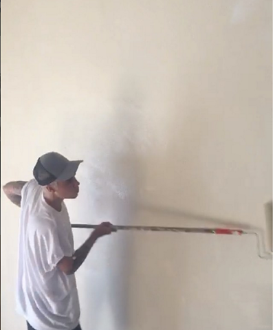 Justin Bieber pintando paredes